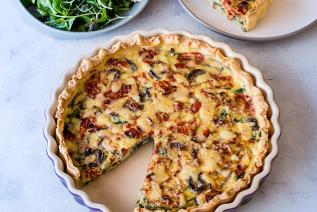Quiche with spinach & onions