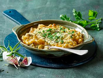 Vegan Herb Mac n´cheese with pizza-style shreds