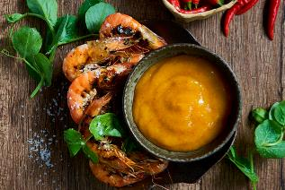 Grilled prawns with mango and chili dip